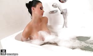 Soaking moist Aletta sea truly feels so horny in her bath she can now not wait to play h.