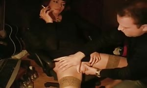 Short-haired stunner provides a deep mouth fuck for her boyfriend