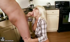 turned on blond Puma Swede takes on thick cock